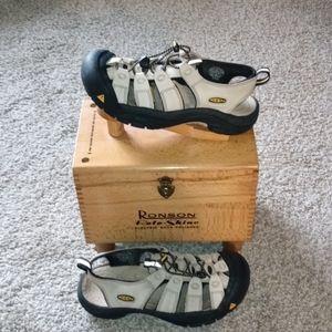 PRE-OWNED men's keen sandals